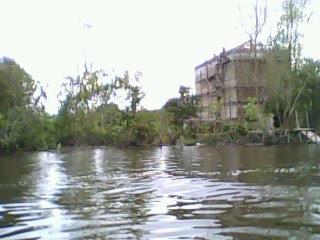 rumah walet ditepi sungai