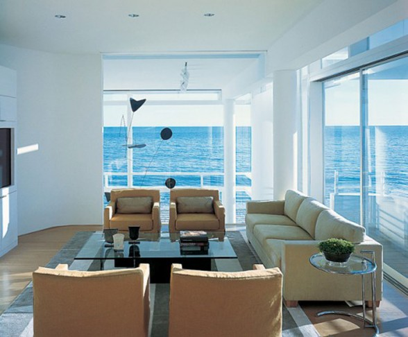 Interior design gallery modern beach house california white interior decor by richard meier - Modern house decorations ...