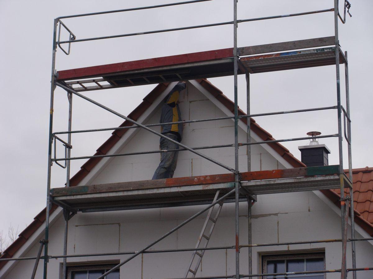wir bauen ein haus januar 2011 dachk sten streichen. Black Bedroom Furniture Sets. Home Design Ideas