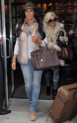 Kardashian  on En Llevarlo Es Kim Kardashian Las Prendas De Piel Le Quedan Genial
