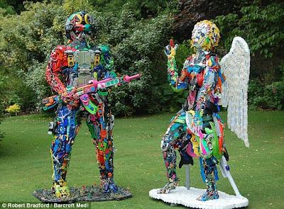 скульптуры из игрушек