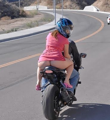 Mulheres de garupa na moto, gostosa de carona na moto, babes on bike, Women on bike,woman on the bike ride,babe on the back of the bike.