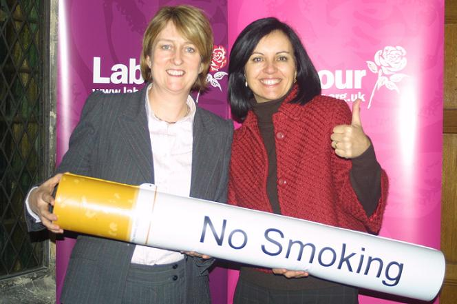 Home Secretary and Minister For Yorkshire Floods share a ciggie