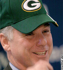 Howard Dean in a Green Bay Packers cap