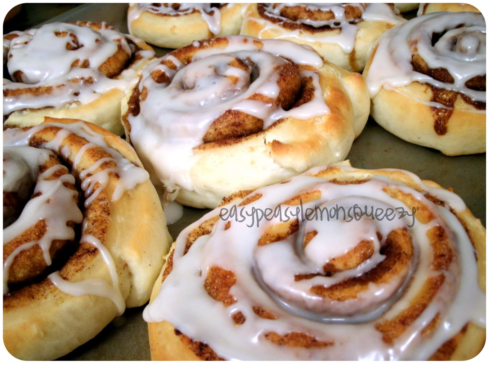 Easy Peasy Lemon Squeezy: Quick Cinnamon Rolls