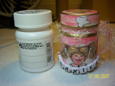 Dee dee 39 s craft spot tooth fairy boxes in a tin for Medicine bottle crafts