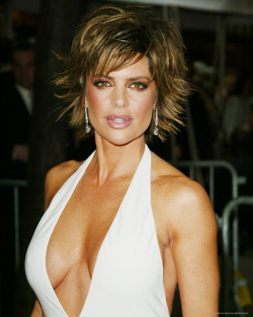 Lisa rinna looked beautiful with a short spiky hairstyle.