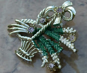 Vintage Lucky Heather Basket brooch
