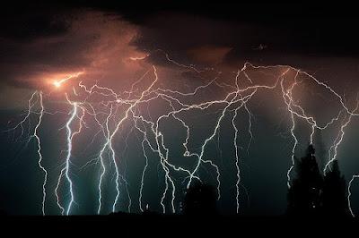 http://3.bp.blogspot.com/_Mi7AIQ22soI/SPdEkiZbBQI/AAAAAAAACiI/CFObfAf55p4/s400/mad_lightning.jpg