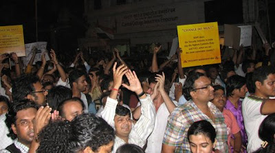 Mumbai protest rally, people screaming anti-terrorism slogans