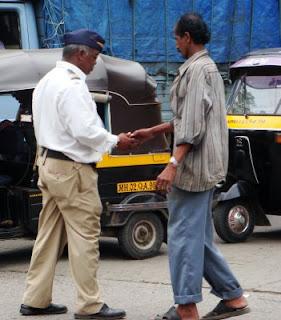 Mumbai police recieving bribe