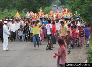 entire village carry Ganapati idols to Pench river