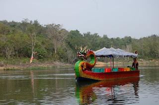 sarana wisata air di taman satwa kandi