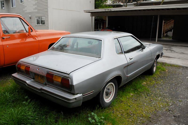old parked cars 1976 ford mustang ii. Black Bedroom Furniture Sets. Home Design Ideas