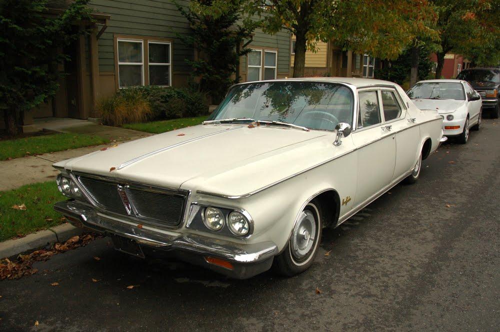 Old parked cars 1964 chrysler new yorker for 1964 chrysler new yorker salon