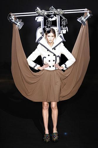 http://3.bp.blogspot.com/_Miv3T60Zq1M/S8p857wDCKI/AAAAAAAAL28/diuBu6Cwn1I/s1600/weird-fashion12.jpg