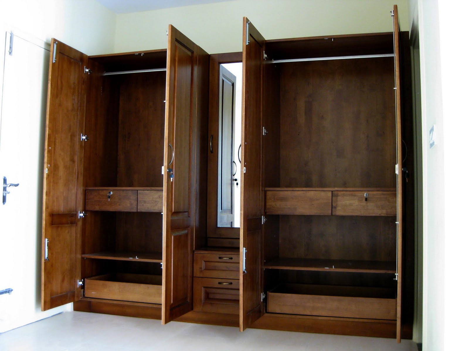 Marvelous Photograph Of Wardrobe With Tall Mirror And Dressing Table(full  Height Shutters).