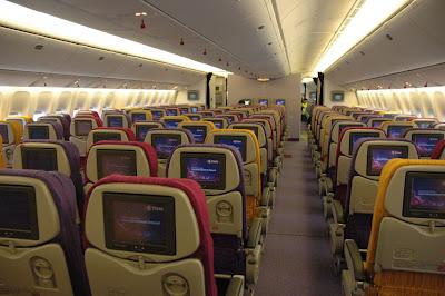 ... -pics.blogs... United Airlines 777 Interior