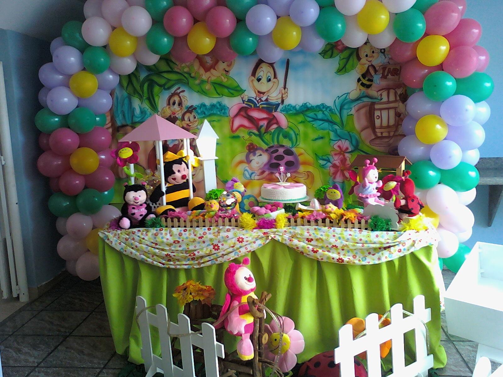 decoracao de festa tema jardim encantado:Uma decoração bem colorida, temos a presença de bichinhos de jardim
