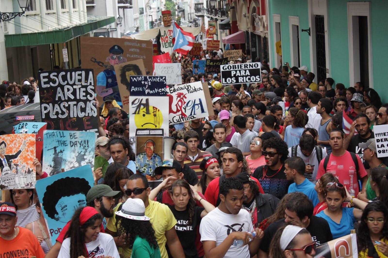 Miles de Estudiantes Renuncian a Sus Becas.