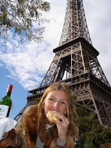 PARIS-TORRE EIFFEL ACOMPANHADA DE BAGUETTES!