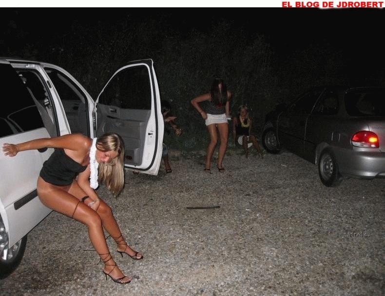 Mujeres meando videos vista de cerca