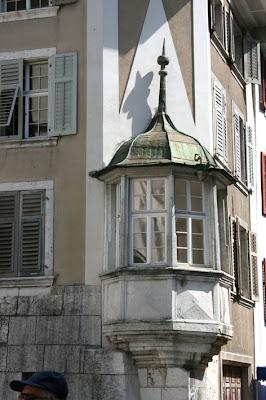 Fata bislacca i fati bislacchi in fuga romantica for Come costruire un piccolo tetto sul bow window