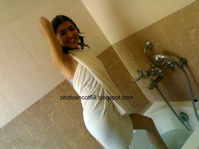 DESI+COLLEGE+GIRL+(3) Desi College Girl Bathing Photo   Sizzling Photoshoot