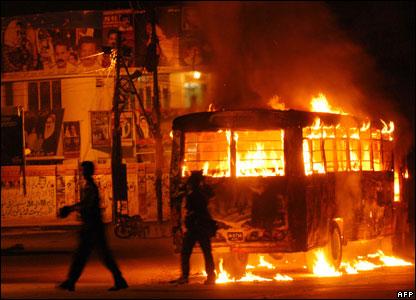 http://3.bp.blogspot.com/_MudbiMvUXP0/TFelP9yurUI/AAAAAAAAAhI/Ek__OjoaSGo/s1600/riots_in_pakistan.jpg
