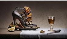 Natureza morta na publicidade dos belos sapatos de Louboutin.