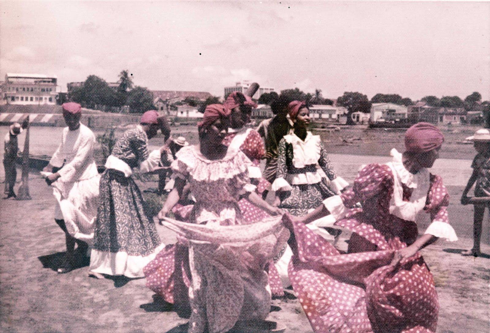 [Ensayo+baile+de+las+Pilanderas+año+1975.jpg]