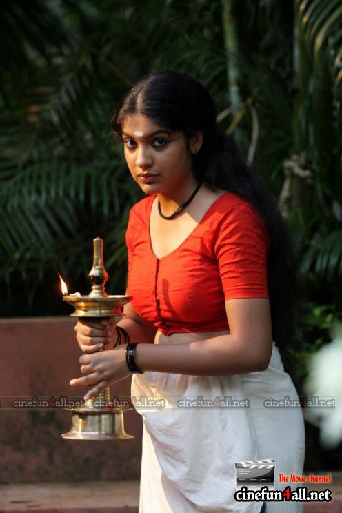 Neelathamara Actress Archana Stills Malayalam