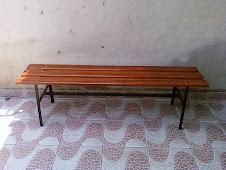 --------------------------------Banco para Vestiárioem madeira e aço modelo PAS-150 verniz R$270,00