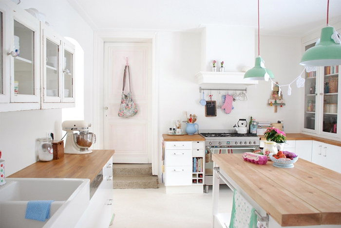 since i saw it few days ago i wanted to show it to you here but somehow i couldnt find strong enough words to emphasize how bright and girly this kitchen - Kitchen 79
