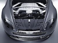 Photo: Aston Martin V12 Vantage