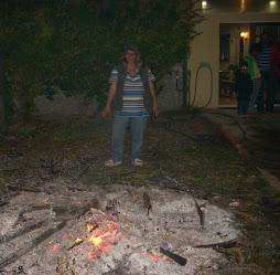 lo que quedo de la hoguera de la noche de san juan 2009