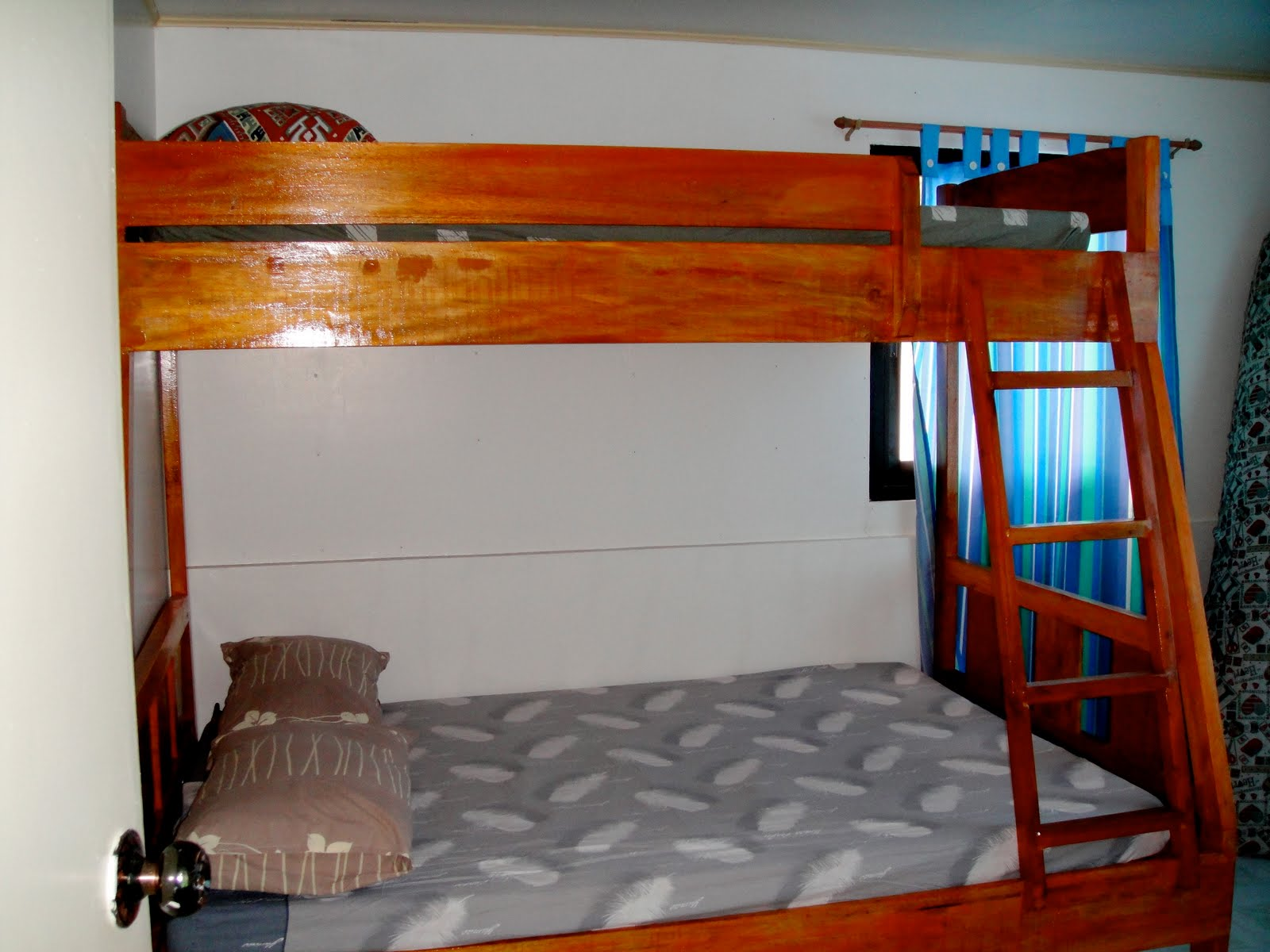 Tierra baguio double deck bed for Double deck bed images