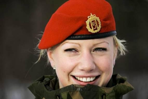 Những nữ cảnh sát dũng cảm xinh đẹp của các nước World%27s+Most+Bravest+Uniformed+Ladies+30
