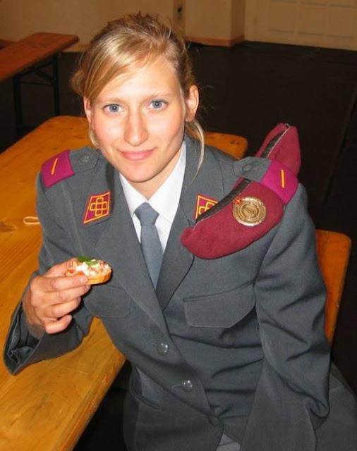 Những nữ cảnh sát dũng cảm xinh đẹp của các nước World%27s+Most+Bravest+Uniformed+Ladies+42