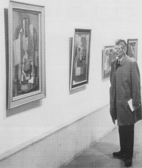 Samuel Beckett at a gallery of Henri Hayden paintings.