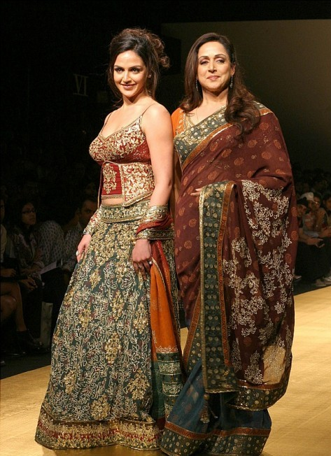 Rocky S Esha Deol Hema Malini WLIFW Bridal Collection