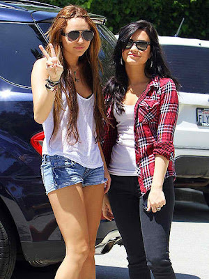 selena gomez and demi lovato and miley cyrus and taylor swift. Taylor Swift and Selena Gomez