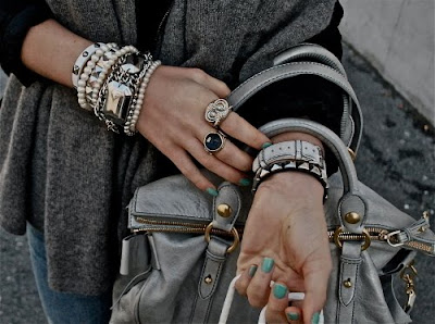 fashion,fashion blog,armor,rings,accesories,ring,bracelets,bracelet,a lot of jewelry,jewerly,wrist@limitlessfashion.blogspot.com