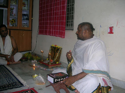 Shri Nagendrachar giving a pravachana on Shri Rudradevar