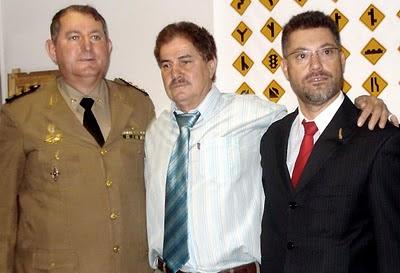 http://3.bp.blogspot.com/_N7mTfd4RRN4/TUY9nV_dyFI/AAAAAAAAAIU/rW4mEDGul-o/s1600/coronel+elias%252C+dr.+hylo+marques+e+dr.+jair+procurador+de+alg+-+foto+reporter+catireiro.JPG
