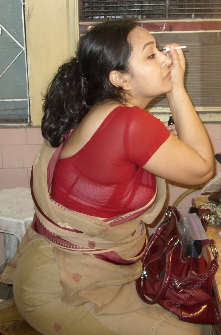 INDIAN HOT AUNTIES SPICY PICTURES COLLECTIONS