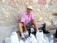 Recogiendo agua del Algarrobo