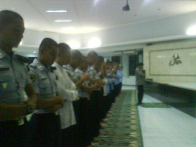 acara dilanjutkan dengan sholat magrib berjamaah