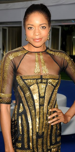 Naomi Harris looks fantastic in this gold sequined dress.