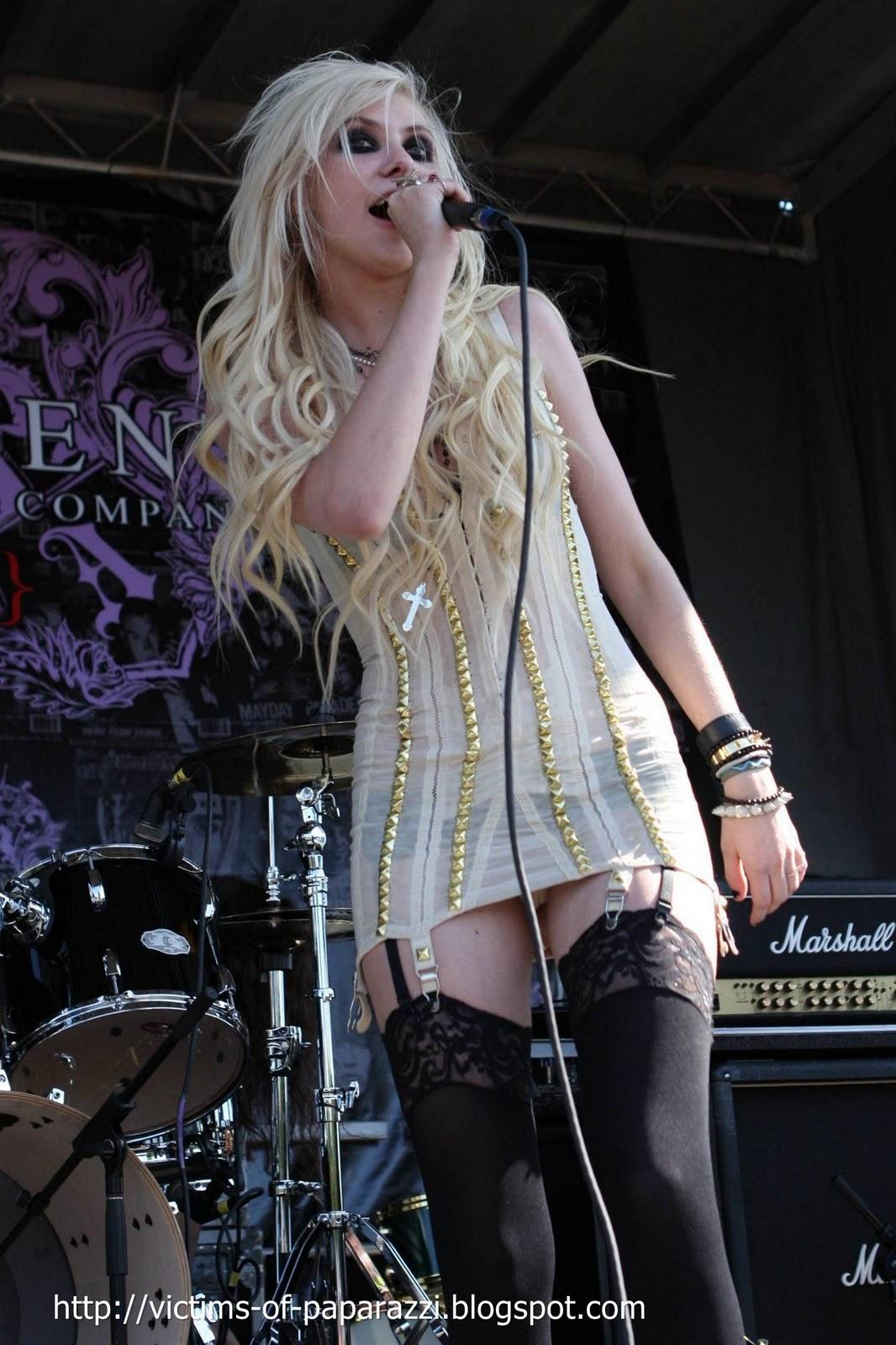 http://3.bp.blogspot.com/_NFcDSk31Yq8/TM-O0JDOOXI/AAAAAAAAAS4/2mwaF3849Ks/s1600/Taylor+Momsen.jpg